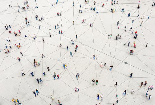 Sieć ludzi połączonych liniami
