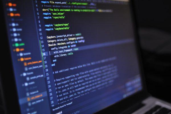 Olimpiada Informatyczna na przykładzie zdjęcia z komputera z kodem