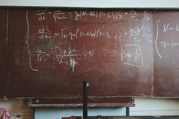 Olimpiada Matematyczna na przykładzie zadań matematycznych na tablicy szkolnej