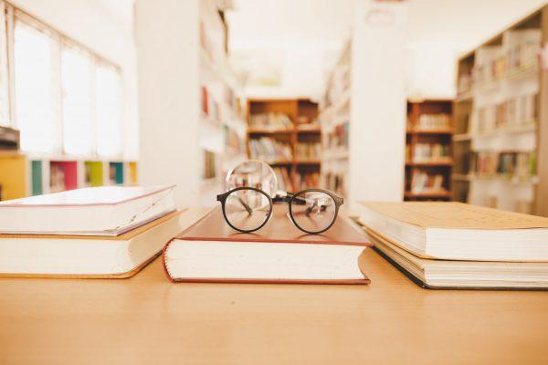 Olimpiada Filozoficzna na przykładzie zdjęcia biblioteki