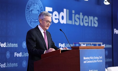 Policy signaling na przykładzie zdjęcia prezesa FED