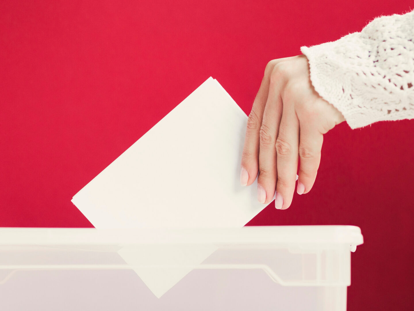 Referendum ogólnokrajowe w Polsce na przykładzie urny do głosowania